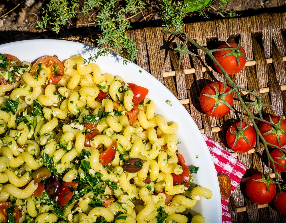 Pasta with rocket pesto, cherry tomatoes and olives : a fresh and ...