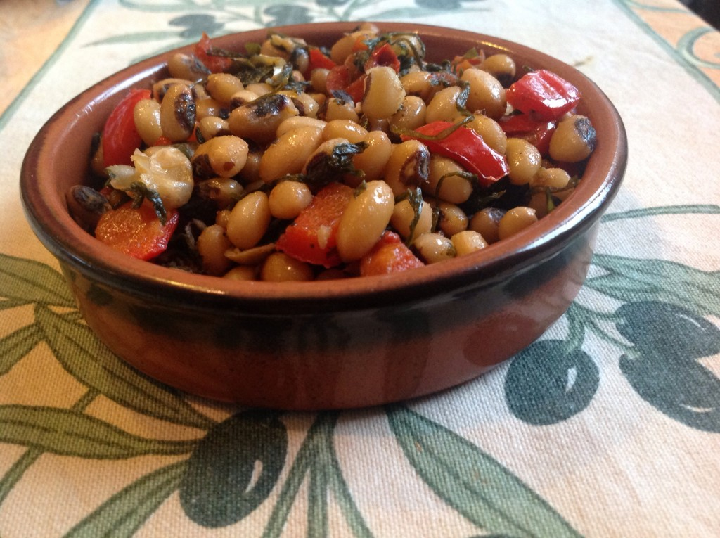 Black-eyed-beans-with-rocket-and-peppers
