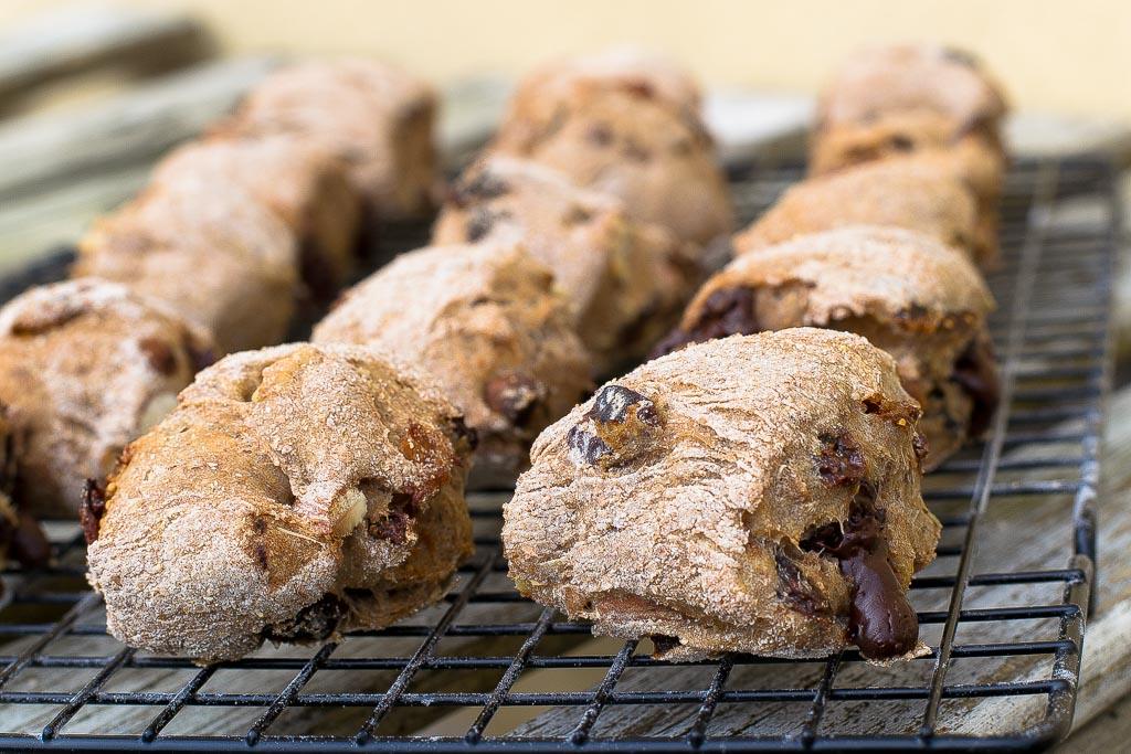 Sugar-free fruity breadrolls with chocolate