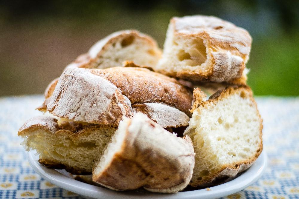 Stale bread for pappa col pomodoro