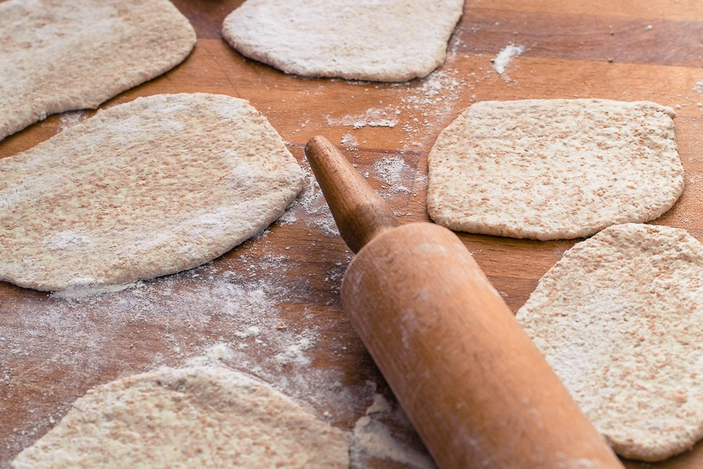 How to make homemade wholewheat pitta pockets