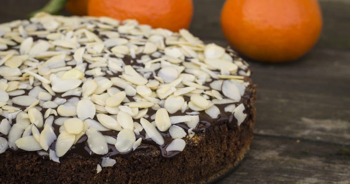 Moisty Orange & Almond Cake with Crunchy Chocolate Topping